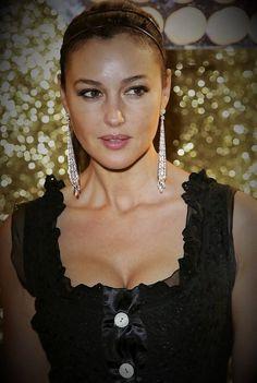 Monica Bellucci, Most Beautiful Women, Simply Beautiful, Kim Basinger Now, Hollywood Actress Pics, Bond Girls, Italian Actress, Italian Beauty, Celebs