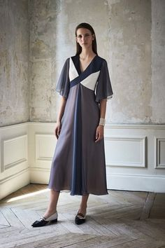 See the complete Lanvin Resort 2017 collection.