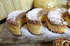 A diós holdas süti az ünnepi asztalon is kiemelt helyet foglalhat el. Nagy családi kedvenc lesz. Hungarian Cookies, Moon Cake, Doughnut, French Toast, Deserts, Muffin, Paleo, Cooking, Breakfast