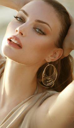 Simple make up and Trendy gold hoop earrings!