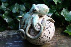 Gartenfiguren - Gr. Keramik Oktopus, Beetstecker, KCA 40 - ein Designerstück von Atelier-MJ-Arts bei DaWanda