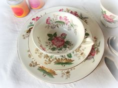 Trío de té en porcelana inglesa Wedgwood — Tutti Fiori Deco