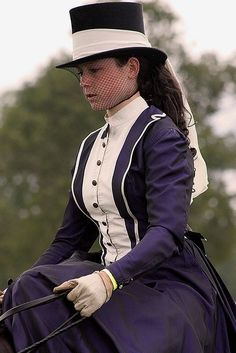 Very pretty and elegant riding habit. Victorian Gown, Victorian Fashion, Vintage Fashion, Antique Clothing, Historical Clothing, Costumes Couture, Riding Habit, Horse Show Clothes, Fantasy Gowns