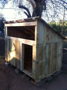 Pallet duck house