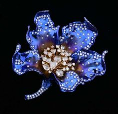 Large diamond studded flower brooch, in titanium and gold, the centre with various forms of rose-cut and fancy-cut diamonds, amounting to approximately 3.4 carat, petal studs brilliant cut 1.23 carat, total diamond weight estimated at 5.2 carats.