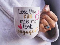 Does This Ring Make Me Look Engaged Coffee Mug door BrinnyKDesign
