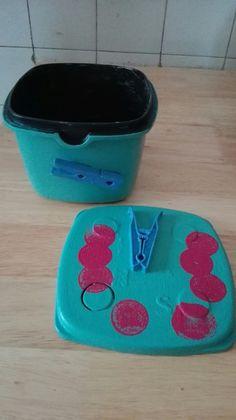 Tupper convertido en caja para pinzas
