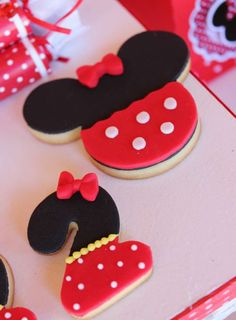 Birthday party food minnie mouse red 38 ideas for 2019 Mickey Mouse Clubhouse Cake, Minnie Mouse Birthday Decorations, Minnie Mouse Cookies, Red Minnie Mouse, Mickey Minnie Mouse, Red Birthday Party, Mickey Mouse Birthday, Birthday Cookies, 2nd Birthday