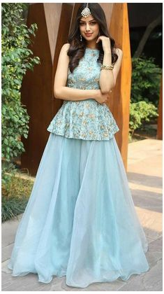 Party Wear Indian Dresses, Designer Party Wear Dresses, Pakistani Dresses Casual, Indian Gowns Dresses, Indian Fashion Dresses, Dress Indian Style, Indian Wedding Outfits, Indian Designer Outfits, Designer Gowns
