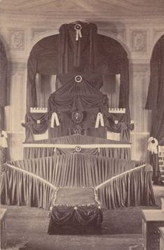 Abraham Lincoln's catafalque, a temporary structure built to support his coffin during the three days he lay in state in the U. Capitol Rotunda in April Abraham Lincoln, Lincoln Life, Mary Todd Lincoln, American Presidents, American Civil War, American History, Lincoln Assassination, Presidential History, Us History