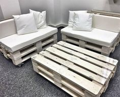 I really encouraged him and promised him to bring him some latest inspirations of office furniture made with pallets. Here I am sharing one out of them with you guys.