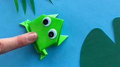 Origami jumping frog: Paper frog that jumps high and far 🐸 Easy tutorial Origami Origami Frosch bast Kids Origami, Useful Origami, Origami Animals, Origami Easy, Origami Paper, Easy Animals, Animals For Kids, Origami Tutorial, Diy Tutorial