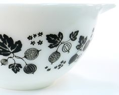 Gooseberry Vintage Pyrex Mixing Bowl Black and White Glass. Just the 441 Cinderella bowl