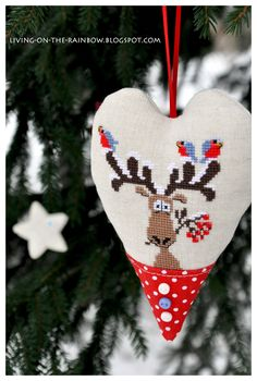 Heart & Snow - this is cute. Cross Stitch Christmas Ornaments, Xmas Cross Stitch, Christmas Hearts, 3d Christmas, Cross Stitch Heart, Christmas Embroidery, Xmas Ornaments, Cross Stitching, Cross Stitch Embroidery