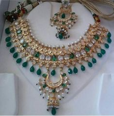 Jewelry enhance the beauty of bridal dress and makeup.Here, we will provide a pictures of bridal artificial jewelry designs I Love Jewelry, Pearl Jewelry, Indian Jewelry, Bridal Jewelry, Gold Jewelry, Jewelry Design, Pretty Henna Designs, Rajput Jewellery, Gold Pearl