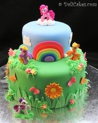 Mi Little Ponny Cake @Amanda Snelson Bohm @Laura Jayson Snidersich  this should be my shower cake LOL j/k
