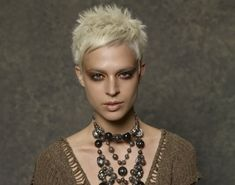 Kurzhaarfrisuren blonde Haare Damen Herbst