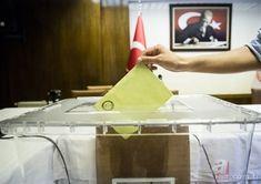 """24 Haziran 2018'de yapılacak Cumhurbaşkanlığı seçimlerine ilişkin seçim anketleri gelmeye devam ediyor. Cumhurbaşkanı Recep Tayyip Erdoğan, MHP Genel Başkanı Devlet Bahçeli ve BBP Genel Başkanı Mustafa Destici'nin varmış olduğu mutabakat ile AK Parti-MHP ve BBP 24 Haziran seçimlerine """"CUMHUR İTTİFAKI"""" olarak girme kararı almıştı. Birçok anket şirketinin yapmış olduğu sonuçlara göre partilerin oy oranları bir hayli farklı. İşte 24 Haziran 2018 seçimlerinin yer aldığı son anket..."""