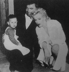 alwaysmarilynmonroe:  A rare photo of James Mason and Marilyn on the set of Bus Stop in 1956.