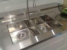 Rostfria diskbänkar är mycket tåligare och klarar det mesta som de utsätts för under vardagens slit.