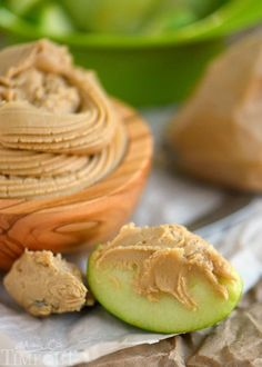 I am always looking for new frosting recipes because, let's face, it chocolate and vanilla can get boring after a time. During the fall I'm craving caramel any and everything...especially caramel apples!...