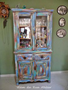 Pátina colorida em móveis de madeira by ALÉM DA RUA ATELIER/Veronica Kraemer, via Flickr