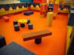 Eine gemütliche Sitz- und Spielecke haben unsere Besucher aus Ankersteinen gebaut.