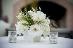 low white flower arrangements