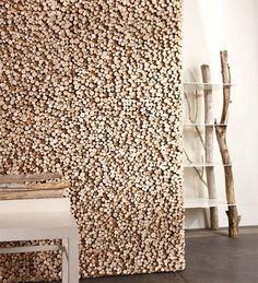 Zijn gewone tegels te saai voor jou? Kijk dan eens naar deze houten tegels Pixel van Bleu Nature. Dit zijn tegels beplakt met drijfhout waardoor je een mooi reliëf op de muur krijgt. Naast de wandtegels, zijn er ook vloertegels verkrijgbaar.
