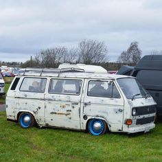 """Sweet slammed VW rat Vanagon """"Another of my favourites from Dubfreeze - what do you think? Vw Bus T3, Volkswagen Bus, Vw Camper, Transporter T3, Volkswagen Transporter, Vw T3 Tuning, Major Tom, Hippie Life, Bus Station"""