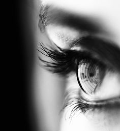 Un regard en noir et blanc - - Un regard en noir et blanc Black N White, Black And White Pictures, Black And White Portraits, Black And White Photography, Photo Oeil, Fotografie Portraits, Foto Picture, Foto Top, Foto Portrait