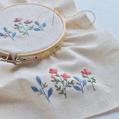 Today's embroidery. Autumn color! . まだまだ残暑厳しいけれど、少しずつ秋へ向けて。 久しぶりの刺繍はペース上がらずノロノロ。 いつにも増して手が遅〜い! 今夜はもうちっと頑張るぞー! #embroidery #刺繍