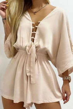 Chic Outfits, Fashion Outfits, Womens Fashion, Short Jumpsuit, Look Fashion, Blouse Designs, Casual Looks, Casual Dresses, Clothes