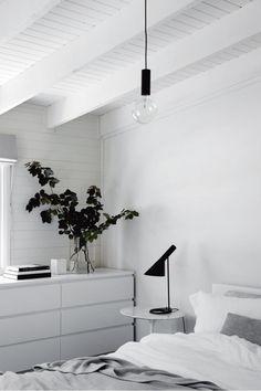 bedroom-lamp-white-home-ACS0416p036-cairns-newman-morris-3