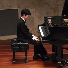 """🇺🇸🦁L𝑖𝑜𝑛𝑎🦁🇺🇸 on Twitter: """"🎶 A magnificent interpretation of chopin op10 no12🎶 #GoodNightEveryone #SweetDreams… """" Piano Competition, Good Night Everyone, Sweet Dreams, Insight, Singing, Thankful, Songs, Shit Happens, Play"""