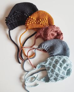 Look at all them knit bonnets! Knitted Baby Clothes, Baby Hats Knitting, Knitting For Kids, Baby Knitting Patterns, Crochet For Kids, Knitted Hats, Pinterest Baby, Tricot Baby, Baby Bonnets