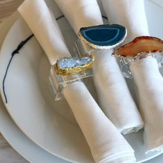 Epoxy Resin Art, Diy Resin Art, Diy Resin Crafts, Beaded Napkin Rings, Custom Napkins, Resin Artwork, Diy Rings, Resin Jewelry, Wooden Beads