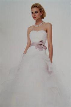 Askepot brudekjole 2014 - Se de smukke brudekjoler i butikken.