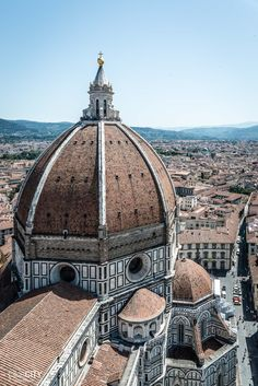 Perfect time to visit Italy. Romantic Tuscany in Italy to be precise. Totally picturesque region with lovely cities and beautiful landscapes! Santa Maria, Filippo Brunelleschi, Florence Cathedral, Wanderlust, Reisen In Europa, Male Magazine, Visit Italy, Tuscany Italy, Romanesque