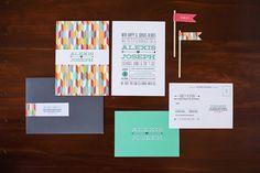 Unas invitaciones de boda modernas y coloristas