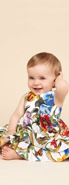 DOLCE & GABBANA Baby Girls Mini Me Fiori Rampicanti Climbing Flower Mini Me Dress for Spring Summer 2018. Love this delightfully pretty mini me look Inspired by the D&G Women's Collection. Perfect Summer tracksuit for a little princess at the beach or on vacation. Pretty Style for for stylish little baby girl. #dolcegabbana #babyclothes #girlsdresses #babygirlsclothes #girlsclothing #girlsfashion #kidsfashion #fashionkids