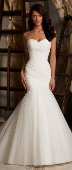 simple mermaid wedding dress / http://www.himisspuff.com/mermaid-wedding-dresses/9/ #weddingdress #weddinggowns