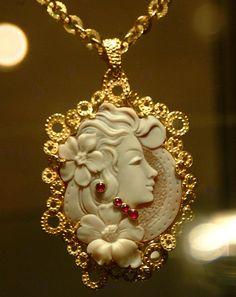 """Esposizione Arte orafa """" Il Mistero degli Etruschi"""" . il mistero dei gioielli…"""