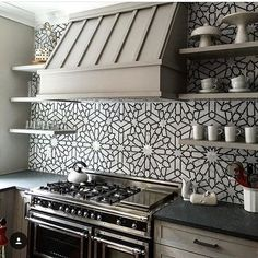 @thefinelinechi gave us the #walltilewednesday feels on Tuesday! #instalove this #kitchen #backsplash! 😍 / #tiletuesday #backsplashideas #kitchendesign #interiordesign #interiordesigner #tile #tiles #tiling #tilework #tiledesign #tiled #walltiles #ihavethisthingwithtiles #ihavethisthingwithwalls #tileaddiction #pattern #instahome #homedecor #instakitchen