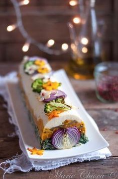 {You will take a little log with your turkey Spicy Recipes, Raw Food Recipes, Vegetarian Recipes, Cooking Recipes, Sandwich Cake, Flower Food, Tapas, Good Food, Food And Drink