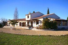 Een van de mooist gelegen villa's in de Vaucluse is nu te koop. Zeldzaam object. 11.000m2 grond en rondom adembenemend vrij uitz€645000
