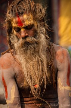 'The Sadhu in Meditation', Maha Kumbh, India. Photo by Pinal Desai We Are The World, People Around The World, Around The Worlds, Yoga Studio Design, L'art Du Portrait, Portrait Photography, Sadhus India, Arte Peculiar, Varanasi