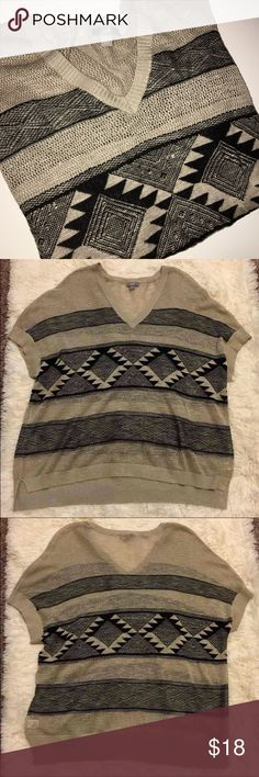 [J. Jill] Aztec Printed Pullover Sweater 💗 Cute aztec printed sweater with an open knit in a size M/L. No flaws at all- In pristine condition. Please feel free to ask any/all questions!   *Open to REASONABLE offers* 💗 J. Jill Sweaters V-Necks