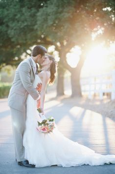 Wedding kiss - photography by Hazelnut Photgraphy