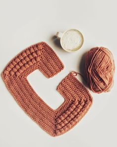 Pull Crochet, Gilet Crochet, Crochet Cardigan Pattern, Crochet Crafts, Crochet Yarn, Crochet Projects, Knitting Patterns, Crochet Patterns, Bobble Stitch